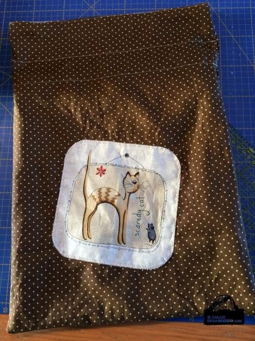 Bolsa de labores con gatitos, en marrón