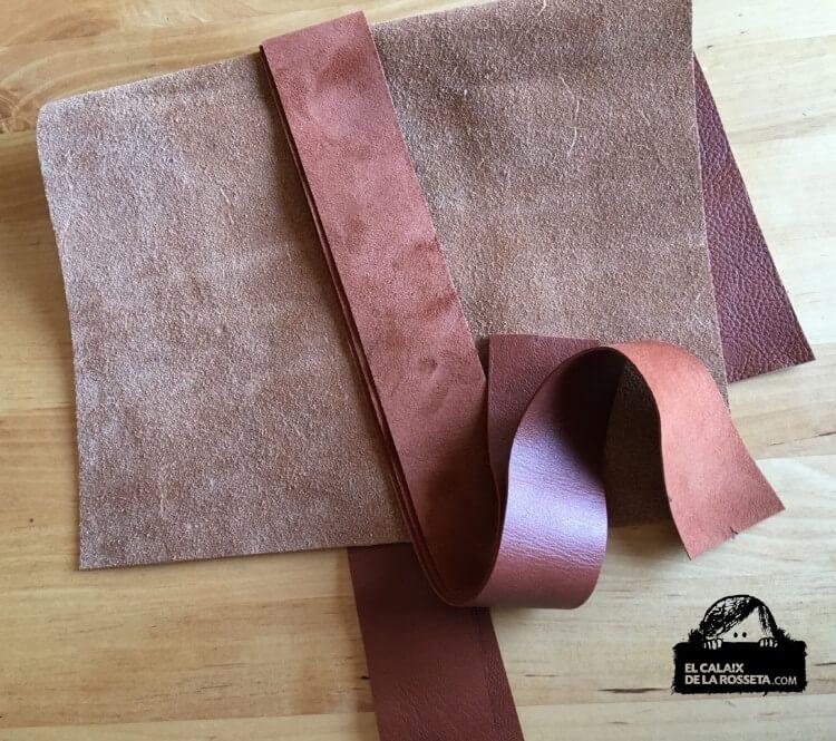 Bolsito de piel en marrón